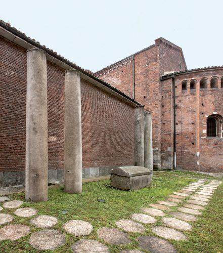 La basilica di San Nazaro in Brolo è stata fondata da Sant'Ambrogio, che nel 386 d.C. la dedicò ai Santi Apostoli. Si trovava sulla strada diretta a Roma, l'attuale corso di Porta Romana. Attorno all'abside si conservano i sarcofagi del cimitero paleocristiano e altomedievale.