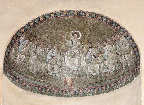 Il mosaico con Cristo circondato dagli Apostoli decora la cappella di Sant'Aquilino all'interno della Basilica di San Lorenzo maggiore. Un capolavoro del V secolo, straordinariamente giunto fino a noi!