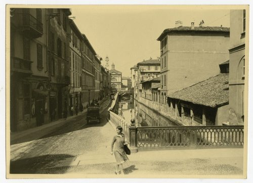 Con gli scavi archeologici realizzati per M4 in piazza Vetra sono riemersi i resti di alcuni caseggiati distrutti dai bombardamenti che colpirono Milano nel 1943.