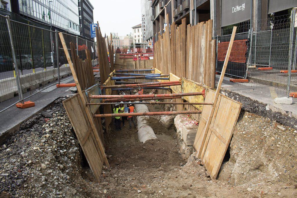 Poco sotto i nostri piedi ci sono i resti delle terme frequentate dai cittadini di Mediolanum, che tornano alla luce grazie agli scavi nei cantieri della linea M4 in corso Europa e alla capacità degli archeologi di lavorare in condizioni davvero difficili!